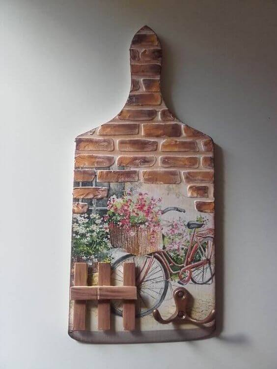 decorare un tagliere di legno con la tecnica del decoupage