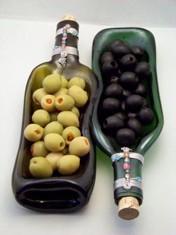 riciclo bottiglie di vetro come piatto per aperitivo